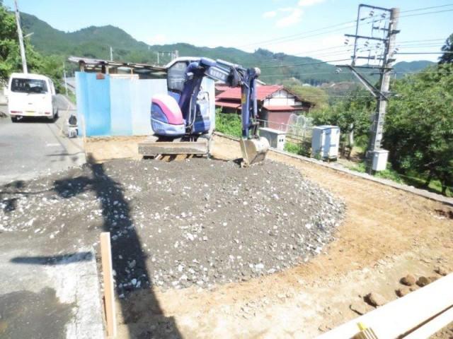 カーポート、 掘削・砕石敷き込|リフォーム